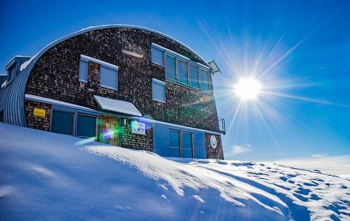 Die Stüdlhütte im Schnee
